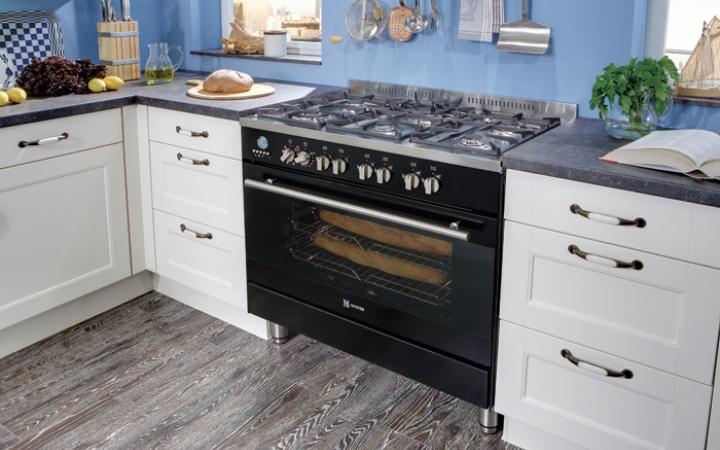 Fornuis Keuken Landelijk : Het prachtige fornuis geeft deze keuken nog meer uitstraling i kook