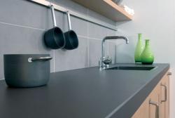Voorbeeld van een werkblad van keramiek in de keuken