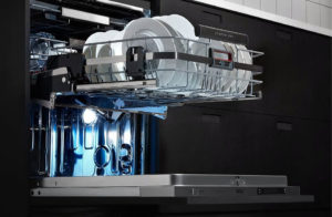 Ergonomie in de keuken: AEG vaatwasser met comfortlift voor in- en uitruimen op hoogte