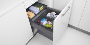 Keuken afval oplossingen: Häcker Keukens afval scheiden in onderkast met uittreksysteem