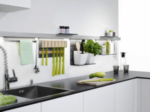 Zelf kruiden kweken in de keuken: Nobilia keukenrek voor keukengerei en kruiden - Linero MosaiQ ophangsysteem