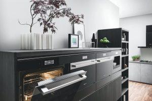 Kleine keuken of grote keuken: Bauknecht Collection 9 inbouw oven, stoomoven, magnetron en koffiemachine