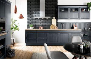 Kleine keuken of grote keuken: Blauwe Häcker landelijke rechte keuken Bristol
