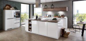 Moderne parallel keuken met bar, Nobilia Flash 503 wit hoogglans