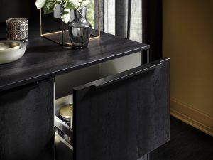 Zwarte greeplijst van een keukenlade, Häcker keuken Meteor
