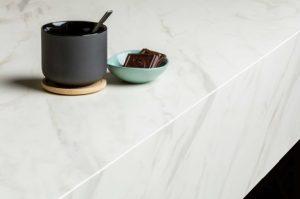 Wit marmerlook keukenblad tot 10cm: TopCore Virtuous – Dekker Zevenhuizen