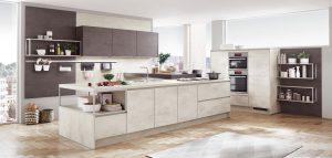 Keukeneiland met bar met wit betonlook keukenblad, betonlook keukenkastjes en zijpanelen – Nobilia Riva 891