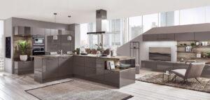 Hoogglans design keuken in een vrijstaande L-vorm, Nobilia grijze keuken Flash 453