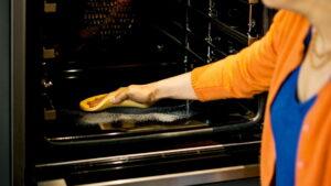 NEFF pyrolyse oven schoonmaken
