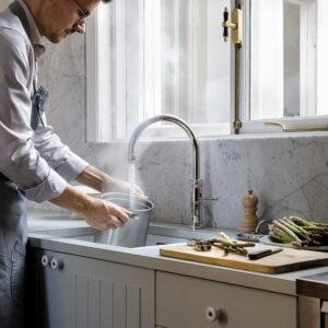 Grijze modern klassieke keuken met Quooker Classic Fusion kokend-water-kraan