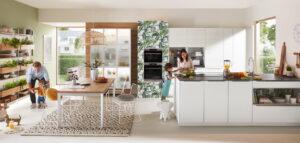 Witte modern klassieke keuken met schiereiland, Nobilia
