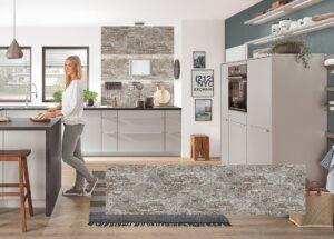 Stenen achterwand keuken met schoonmetselmuur look Loft, Nobilia modern landelijke keuken Fashion