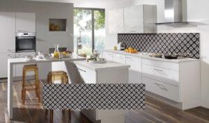 Achterwand keuken kunststof, Nobilia achterwand tegels decor Chess in een witte moderne keuken