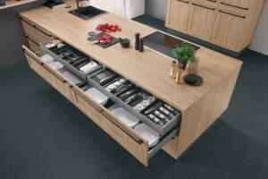 Handige keukenlade indeling voor bestek, kruiden en servies, Nobilia keuken
