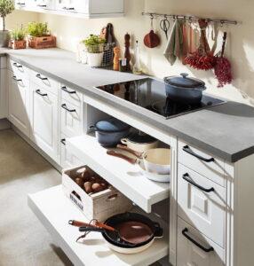Open laden, keukenrek en kruidenbakken, Nobilia Sylt 847 witte landelijke keuken
