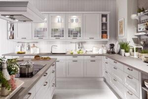 Witte landelijke keuken met schouw, Nobilia York