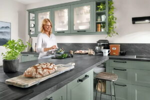 Verlichting keuken landelijk binnen keukenkastjes, Nobilia groene landelijke keuken Cascada