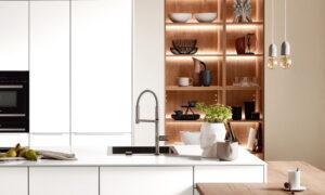 Verlichting boven keuken bar en in open keukenkast, Nobilia keuken Easytouch