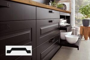 Industriële keuken met zwarte beugel handgrepen keukenkasten, Nobilia keuken Sylt 851