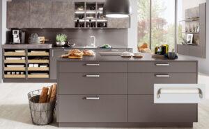 Moderne keuken met beugel handgrepen keukenkasten, Nobilia keuken Touch 334