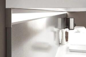 Keuken verlichting onderbouw LED lichtlijst in achterwand, Nobilia